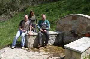 Užíváme si slniečko a odpočinok po túre u prameňa v dedine La Marea.