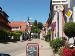 Pokojná nedeľná ulica v Bahlingene. 5.7.2010