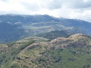 Najvyšší hrebeň pohoria Serranía de Ronda s vrcholom Torrecilla 1918 m.n.m., kde ležal čerstvý sneh.
