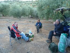 Večera v olivovom háji v údolí za priesmykom Puerto de los Alazores. V blízkom zavlažovacom kanály sme sa mohli vykúpať.