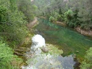 Rieka Quadalquivir z mostu. Iba tu bol široký a hlboký úsek. Inak to bol zarastený potok.