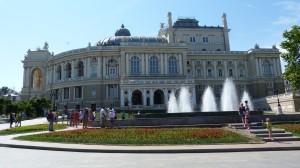 Fontána pred budovou Operi v Odese.