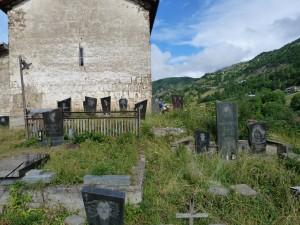 Cintorín v Latli.