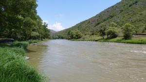 Rieka Kura asi 40 km red Vardziou.