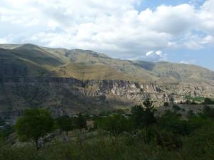 Jaskyňné obydlia, turistická atrakcia, Vardzia.