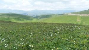 Pohľad na sever z priesmyku Ilgar Dagi Gečidi, Turecko.