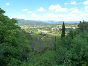 Mestečko Saint-Pons-de-Thomieres na východnom okraji pohoria Montagne Noire. 30.05.2015, 14:20 hod