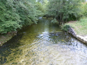 Potok z priehrady Tribalj.