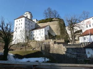 Hrad Oberhaus z jedného z jeho nádvorí.