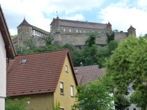 Hrad Untergruppenbach bol bez jašteríc.