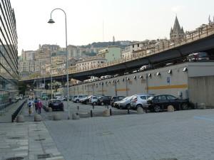 Pohľad na Janov ( Genova ) z prístavu.