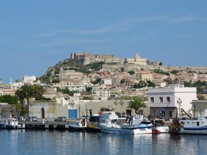 Hrad a prístav v meste Milazzo.