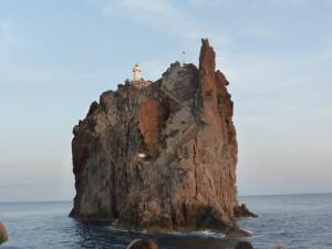 Ostrovček Strombolicchio, jedno z posledných miest, kde žije jašterica Rafoneiova ( Podarcis raffonei ).