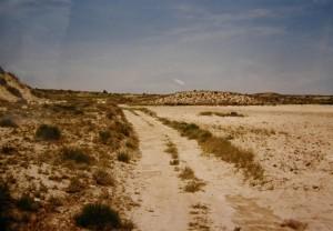 """Biela pustatina"", piesko-hlino-kamenité kopce 45 km východne Zaragózy,14.5.2000."