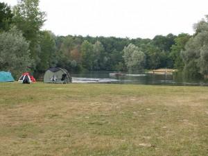 Weisweil-Rybník a tábor vodákov, miesto prvého nocovania.