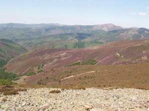 Cesta k jazeru Pozo Negro. Vrcholy pohoria Sierra de la Demanda.
