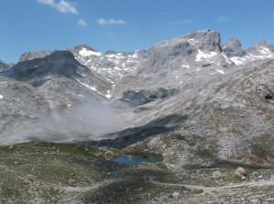 ...jazierko s mlokmi horskými za jasného počasia...