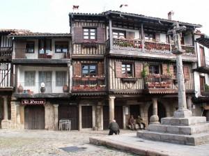 Malé námestie v meste La Alberca.