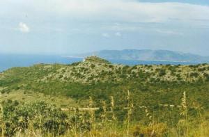 ...juhozápadné pobrežie. V pozadí vidieť ostrov Isola de Giglio vzdialený 13 km.25.6.1996....