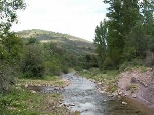 Miesto sútoku troch potokov-južne pred dedinou.